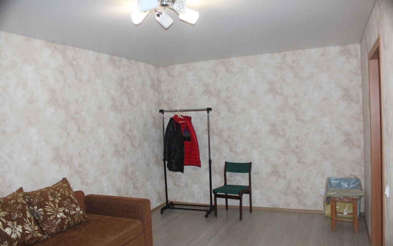 Сдается однокомнатная квартира в Новомаксимовке на длительный срок.