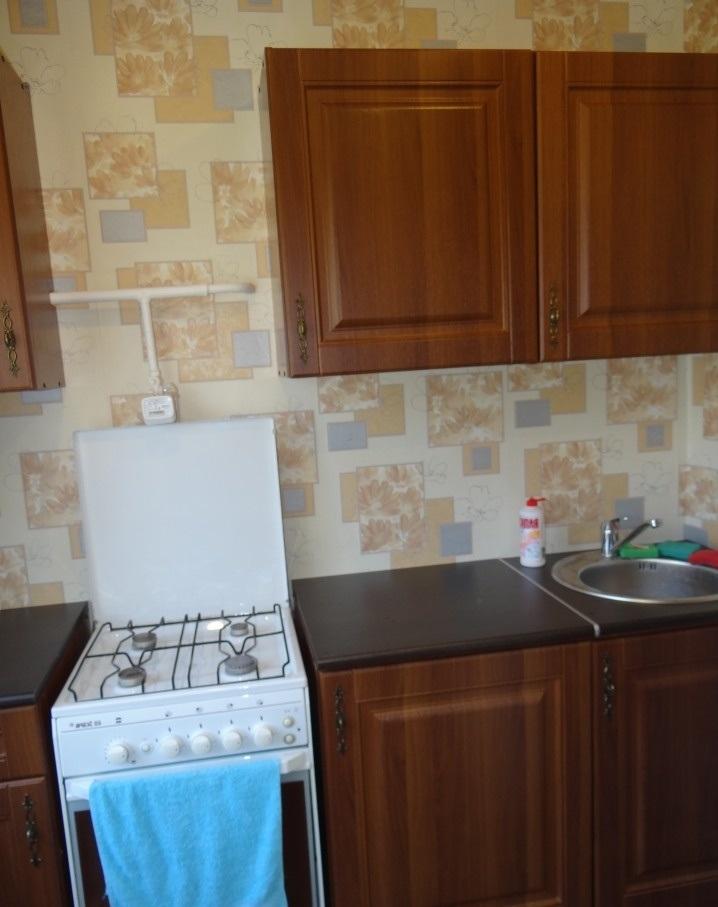 Сдается двухкомнатная квартира в районе ГорСовета на длительный срок.